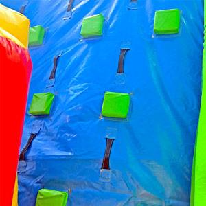 Jeux parcours gonflable avec obstacles